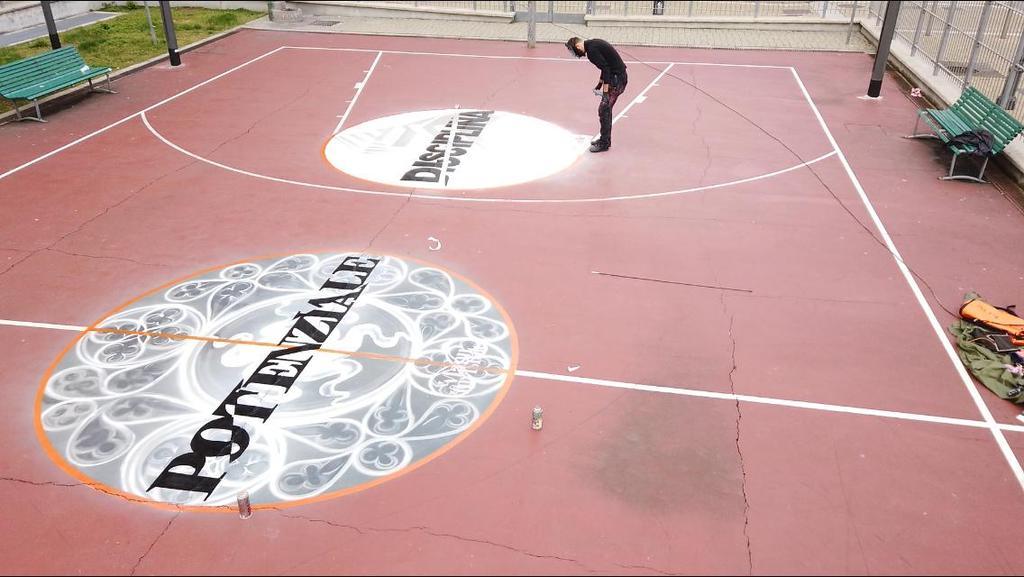 Playground di via Sammartini 31, MI - Foto di Alexgordon communi-caution