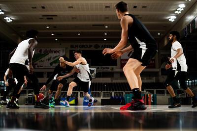 Lavorare nello sport professionistico: 24 studenti a lezione con Aquila Basket