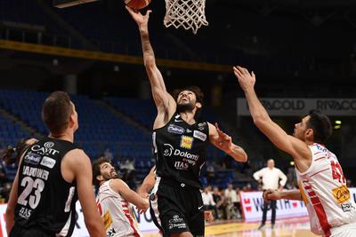 Missione compiuta: a Pesaro bella vittoria 57-71