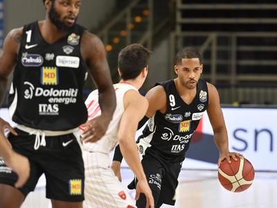 Bianconeri beffati da un super Douglas: Varese vince 74-77