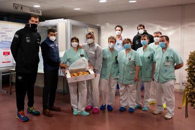 Take Care Your Doc, consegnate 500 pizze agli operatori sanitari del Santa Chiara