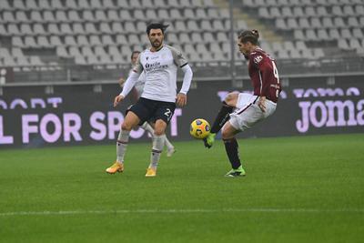 Roberto Soriano in azione contro il Torino (ph. Twitter Bologna Fc)