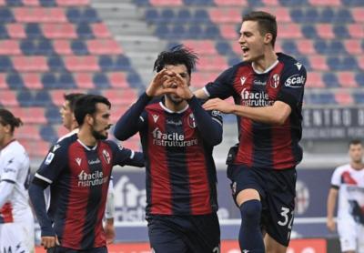 Roberto Soriano esulta dopo il gol al Crotone (ph. Instagram Bologna Fc)