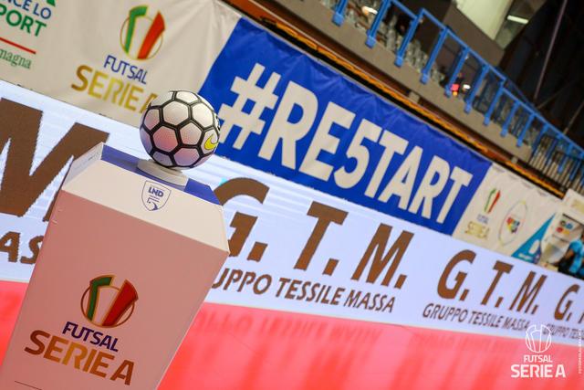 Il pallone della Serie A di futsal, FOTO: DIVISIONECALCIOA5.IT-PAOLA LIBRALATO