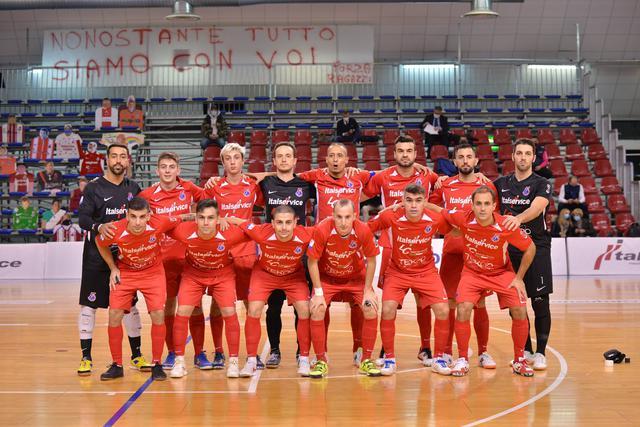 La squadra di Colini in campo, FOTO: ITALSERVICE PESARO CALCIO A 5 FACEBOOK