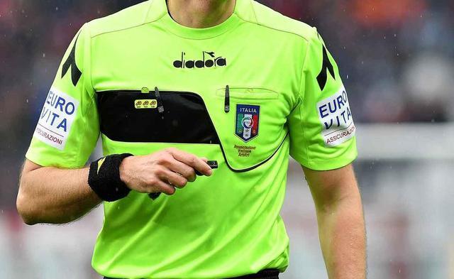 L'arbitro, FOTO: FONTE WEB