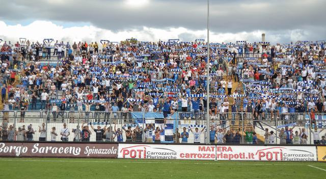 I tifosi biancoazzurri, FOTO: TUTTOMATERA.COM