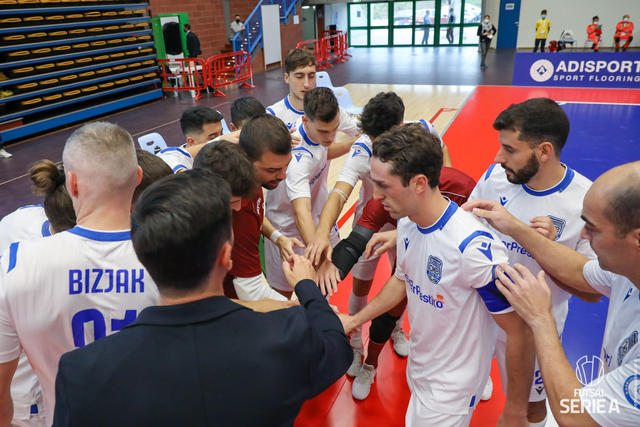 Nitti insieme alla squadra, FOTO: DIVISIONECALCIOA5.IT-PAOLA LIBRALATO