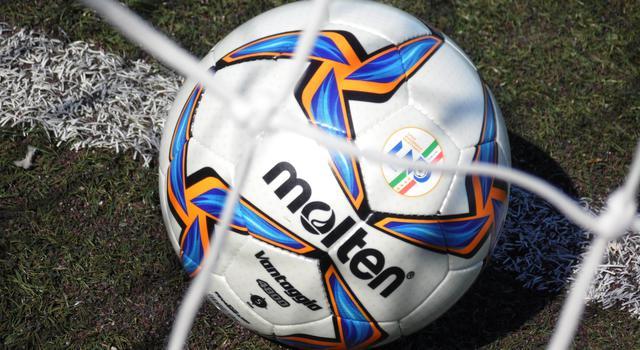 Il pallone del match, FOTO: TUTTOMATERA.COM