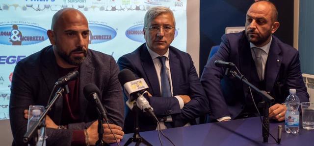 La presentazione del tecnico Antonio Calabro, FOTO: FONTE WEB