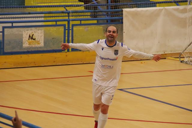 L'esultanza di Wilde, FOTO: CMBFUTSALTEAM.IT