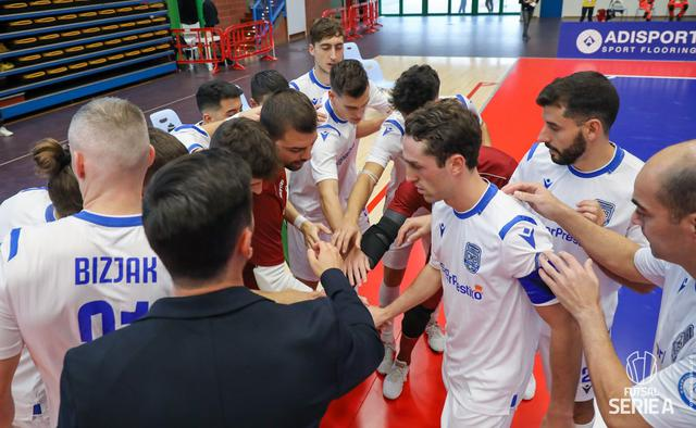 I biancoazzurri in gruppo, FOTO: PAOLA LIBRALATO-DIVISIONECALCIOA5.IT