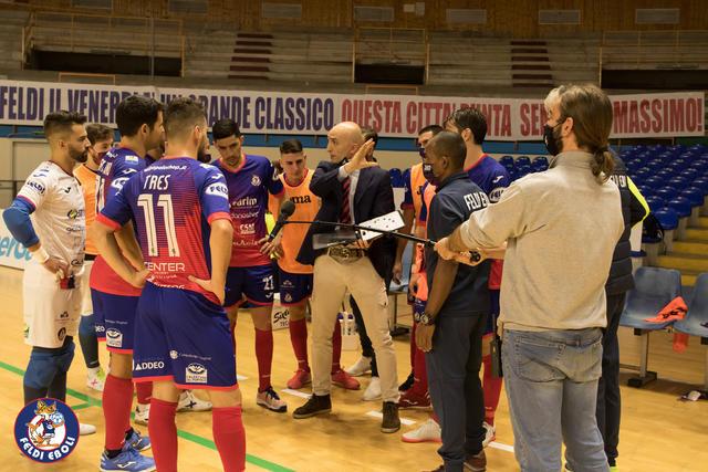 Riquer con la squadra campana, FOTO: FELDI EBOLI C5 FACEBOOK