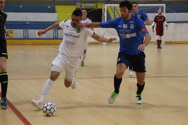 L'attaccante Well in azione, FOTO: CMBFUTSALTEAM.IT