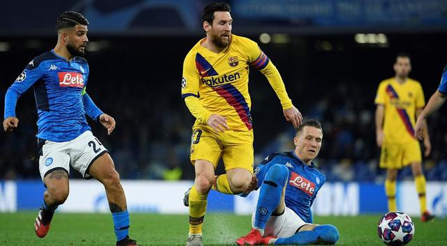 Una fase di Napoli-Barcellona, FOTO: UEFA.COM