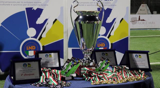 Il trofeo della Coppa Regionale Basilicata, FOTO: LND BASILICATA FACEBOOK