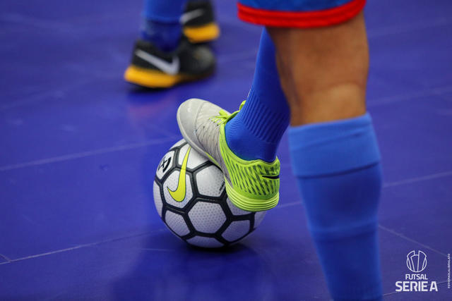 Il pallone del futsal, FOTO: DIVISIONECALCIOA5.IT-PAOLA LIBRALATO