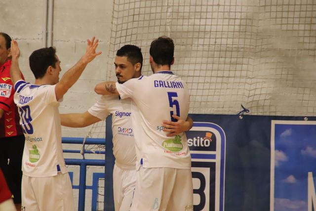 L'esultanza di Well, FOTO: CMBFUTSALTEAM.IT