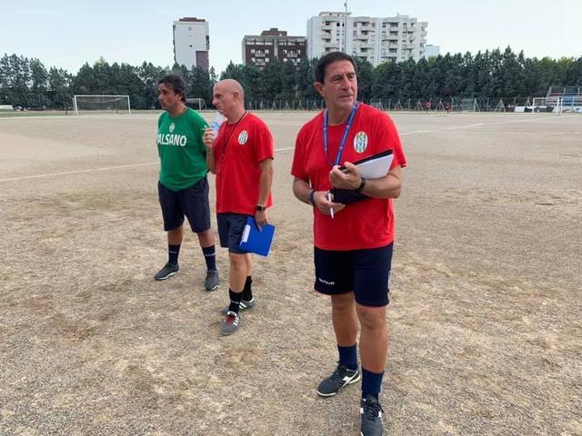 Giacomo Pettinicchio (squalificato) con il tecnico in seconda Emanuele Peluso e il massaggiatore Antonio Bavila