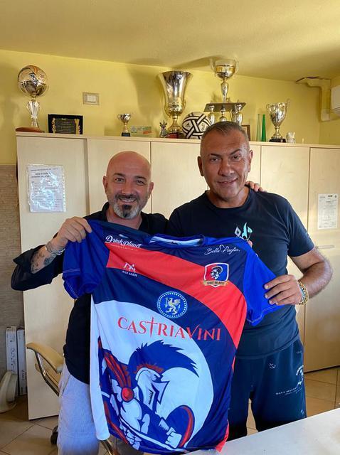 Il presidente dello Spartan Boys Ginosa Domenico Castria (a destra) con il diesse Vincenzo Pulpito