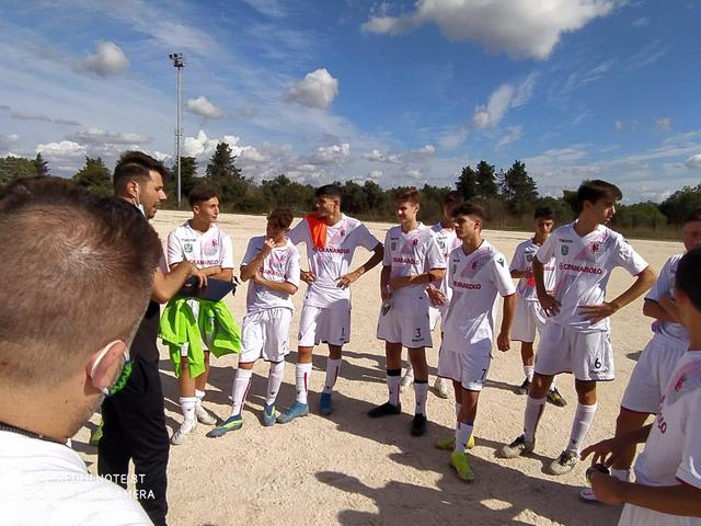 Under 17, mister Semeraro e il dg Fabio Ancona danno le ultime direttive pregare agli atleti
