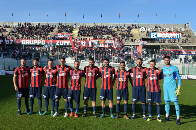 Questo è il Taranto che un anno fa, battendo 3-0 il Sorrento, chiuse il girone dandata a -6 dalla vetta