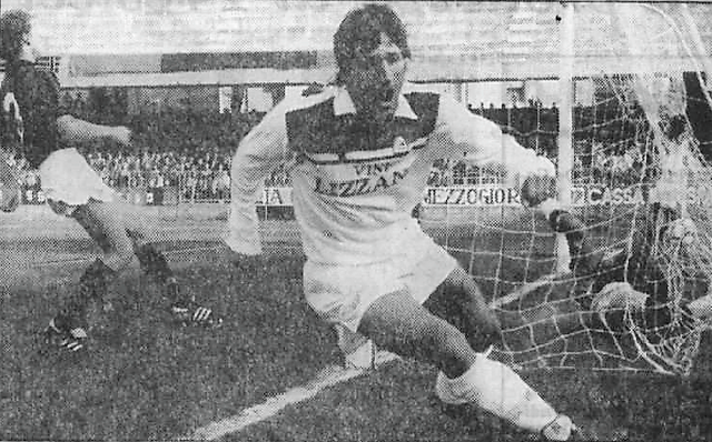 27 ottobre 1985: Silvio Paolucci esulta allo Zaccheria