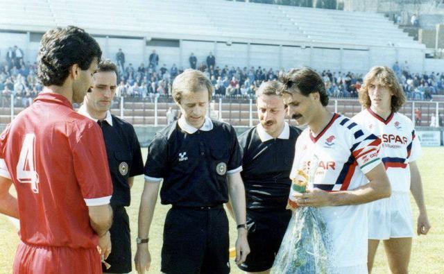 08/04/1990, Campania-Taranto 1-1: capitani, Sasso per il Taranto e Costa per il Campania, con arbitro Tommasi di Crema
