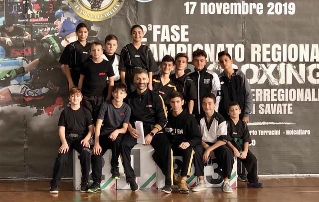 Il maestro Danilo Cefaliello con i suoi atleti