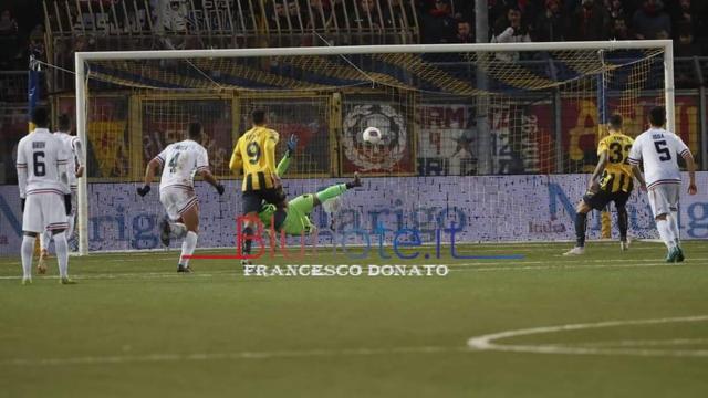 Il rigore vincente con cui la Juve Stabia ha superato il Cosenza