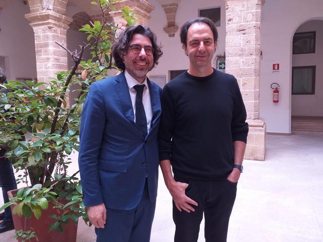Il maestro Piero Romano con Neri Marcorè