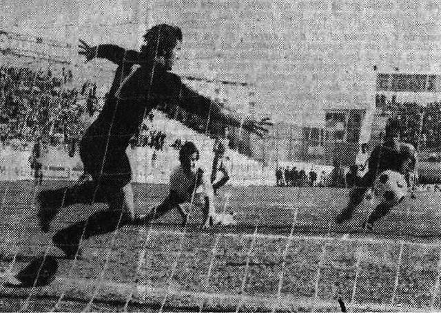 26 marzo 1972, Serie B: Taranto-Sorrento 2-0, Campidonico sblocca la contesa al 23°, battendo il portiere campano Formisano. A terra un giovanissimo Bruscolotti