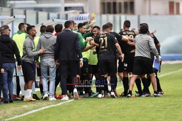 Lesultanza dei calciatori del Monopoli corsari a Rende - Foto Francesco Donato