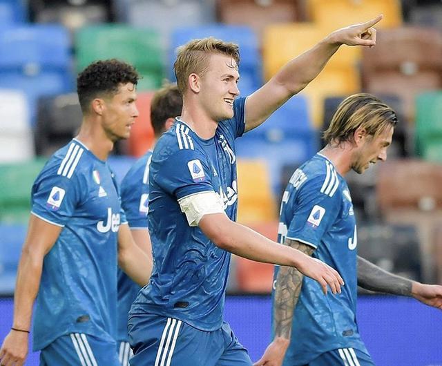 Matthijs De Ligt esulta dopo il gol realizzato contro l'udinese (Profilo social Juventus)