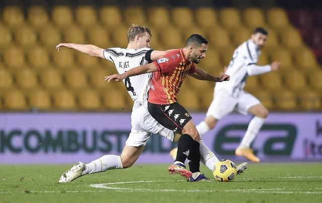Un'azione di gioco di Benevento-Juventus 1-1 (Profilo social Matthijs De Ligt)