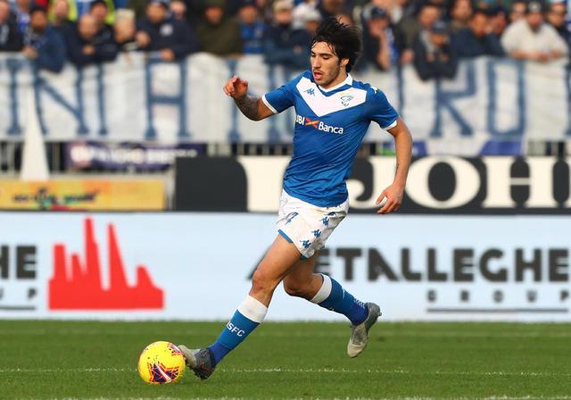 Sandro Tonali in azione con la maglia del Brescia