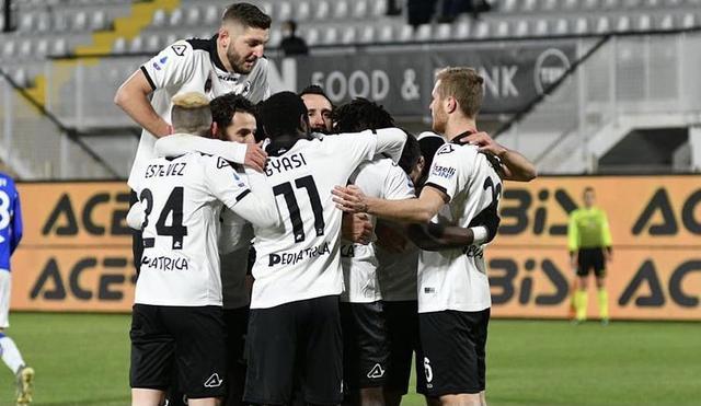I ragazzi di Italiano esultano in Spezia-Sampdoria 2-0 (Profilo social Spezia)