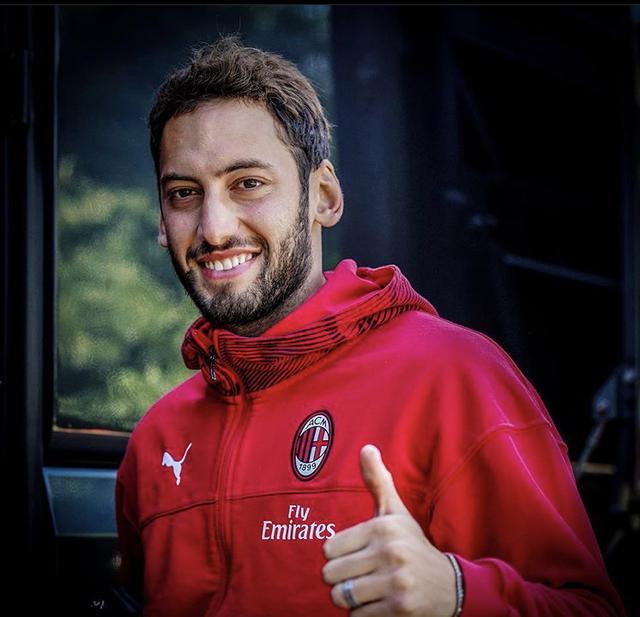 Hakan Calhanoglu, centrocampista del Milan (Profilo social giocatore)