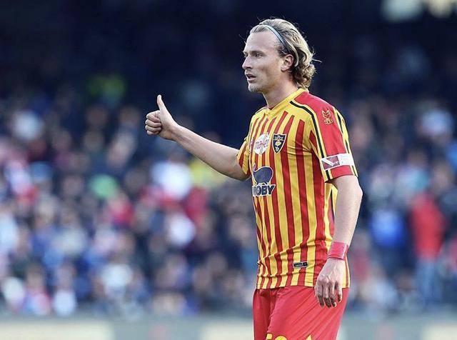 Antonin Barak con la maglia del Lecce (Profilo social giocatore)