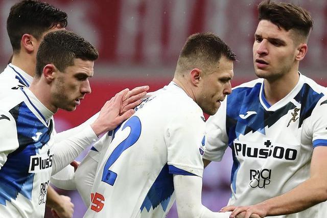 Josip Ilicic esulta con i compagni in Milan-Atalanta 0-3 (Profilo social Ilicic)