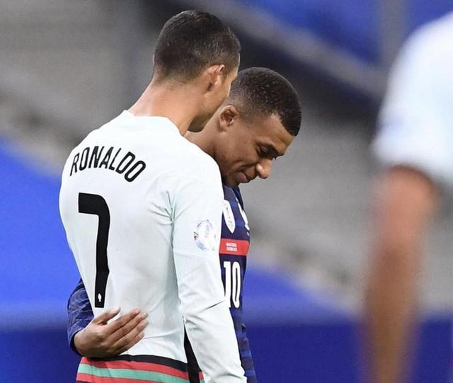 Cristiano Ronaldo e Kylian Mbappé (Ph. Twitter)