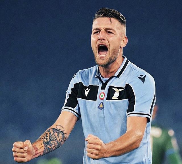 Sergej Milinkovic-Savic esulta con la maglia della Lazio (Profilo social giocatore)