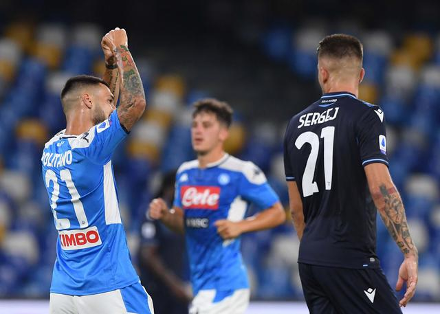 Matteo Politano festeggia dopo la rete alla Lazio (ph. Twitter SSC Napoli Official)