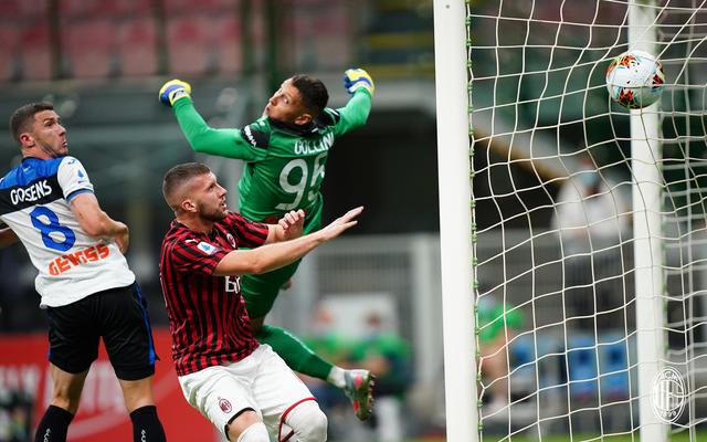 Il momento del gol di Calhanoglu allAtalanta (ph. Twitter Ac Milan Official)