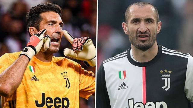 Buffon e Chiellini in maglia bianconera (ph. social)
