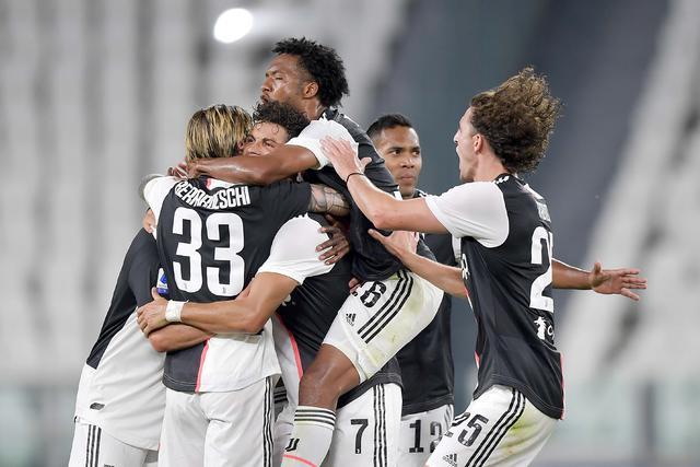 I giocatori della Juventus festeggiano dopo il gol alla Samp (ph. Twitter Juventus Fc Official)