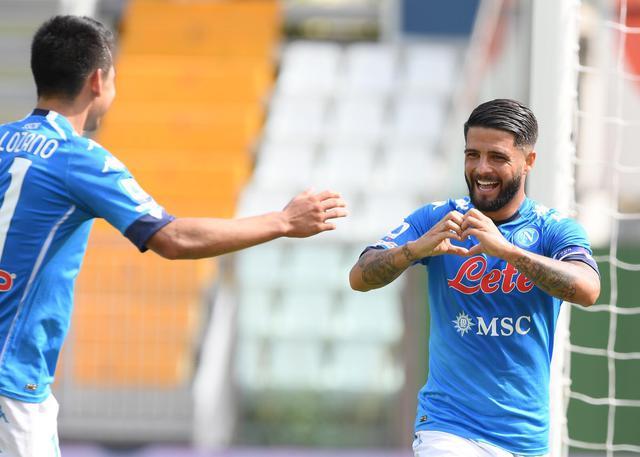 Insigne festeggia con Lozano il raddoppio al Parma (Official Twitter Ssc Napoli)