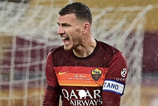 Edin Dzeko esulta in Roma-Sampdoria 1-0 (Profilo social AS Roma)