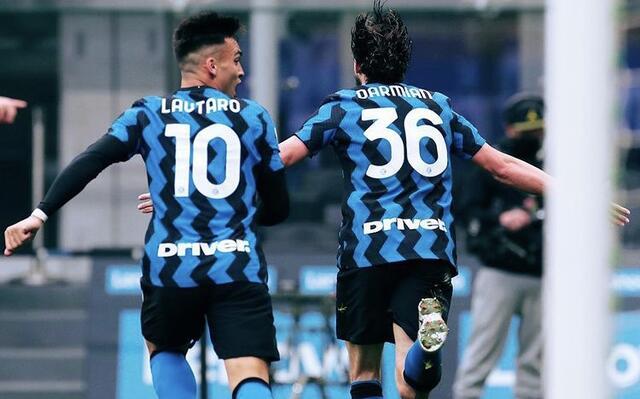 Matteo Darmian esulta con Lautaro Martinez in Inter-Cagliari 1-0 (Profilo social Inter)