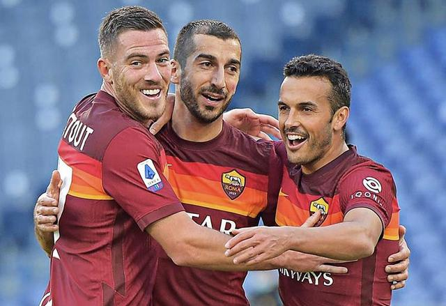 Henrikh Mkhitaryan esulta con i compagni in Roma-Parma 3-0 (Profilo social Roma)